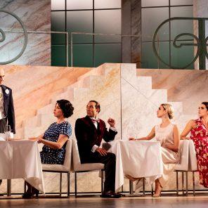 Palace, d'après la série télévisée deJean-Michel Ribes, mise en scènede Jean-Michel Ribes, au Théâtre de Paris