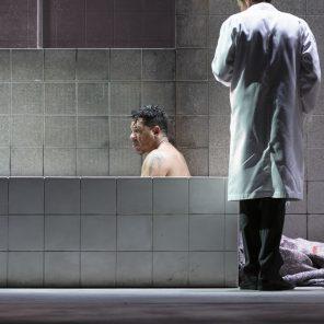 Elephant Man, de Bernard Pomerance, mise en scène de David Bobée, aux Folies Bergères