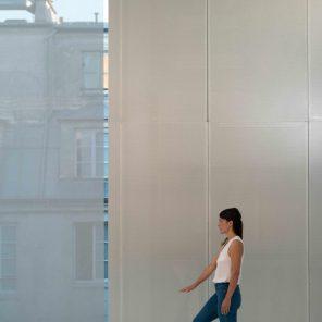 Se Sentir vivant, concept et interprétation Yasmine Hugonnet, Festival Échelle Humaine avec le Festival d'Automne à Paris, à la Fondation Lafayette Anticipations