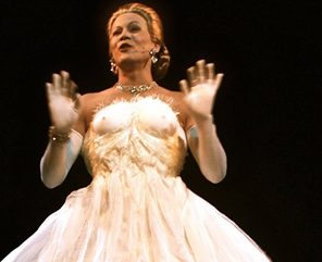 Evita : le destin fou d'Eva Perón, écrit et mis en scène par Stéphan Druet, avec Sebastiàn Galeota, théâtre de Poche Montparnasse