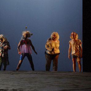 Les enivrés, d'Ivan Viripaev, texte français Tania Moguilevskaia et Gilles Morel, mise en scène Clément Poirée, Théâtre de la Tempête