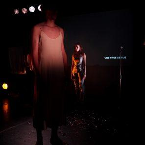 Durée d'exposition, conception et mise en scène de Camille Dagen, au CENTQUATRE-Paris avec le Festival IMPATIENCE