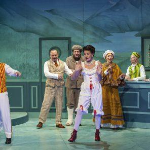Frou-Frou les Bains, de Patrick Haudecœur, mise scène de l'auteur d'après la mise en scène de Jacques Décombe, au Théâtre Édouard VII