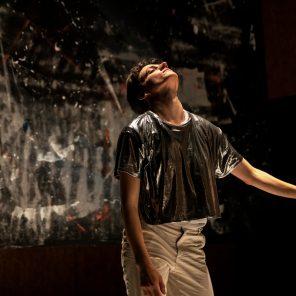 Ce qui n'a pas lieu, conception, chorégraphie, texte  et interprétation Sofia Dias et Vítor Roriz, au théâtre de la Bastille — collaboration Atelier de Paris