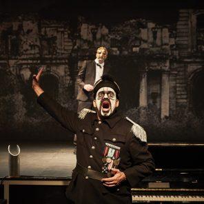 L'Amour vainqueur, mise en scène d'Olivier Py, Le CENTQUATRE-PARIS / Théâtre de la Ville hors-les-murs