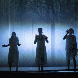 Les Sorcières de Salem, de Arthur Miller, mis en scène par Emmanuel Demarcy-Mota, au Théâtre de la Ville–Espace Cardin