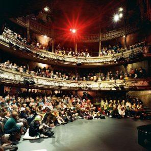 Les Bouffes du Nord viennent à vous ! LeBourgeois Gentilhomme, une comédie-ballet de Molière, mise en scène de Denis Podalydès