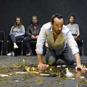 Un ennemi du peuple, de Henrik Ibsen, mis en scène par Guillaume Gras, au Théâtre de Belleville