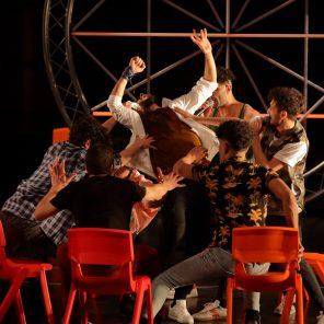 Itmahrag, direction artistique et chorégraphie par Olivier Dubois, au CentQuatre-Paris, dans le cadre du Printemps de la danse arabe 2021