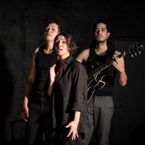 Trézène Mélodies. L'histoire de Phèdre en chansons, Racine, Ritsos, mis en scène par Cécile Garcia Fogel, Théâtre 14