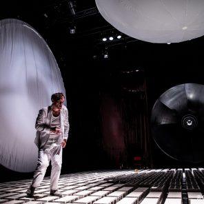 Solaris, texte Stanislas Lem, adaptation, conception et mise en scène de Pascal Kirsch, au Théâtre des Quartiers d'Ivry
