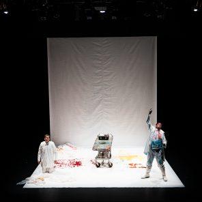 Morphine, d'après Morphine et Récit d'un jeune médecin de Mikaël Boulgakov, mise en scène de Mariana Lézin, au Théâtre de Belleville