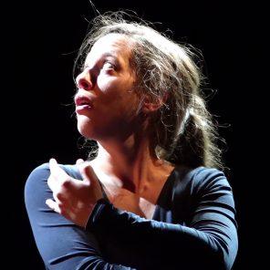 Une nuit à travers la neige, d'après L'homme qui rit de Victor Hugo, création et interprétation d'Ariane Pawin, au Théâtre des Déchargeurs